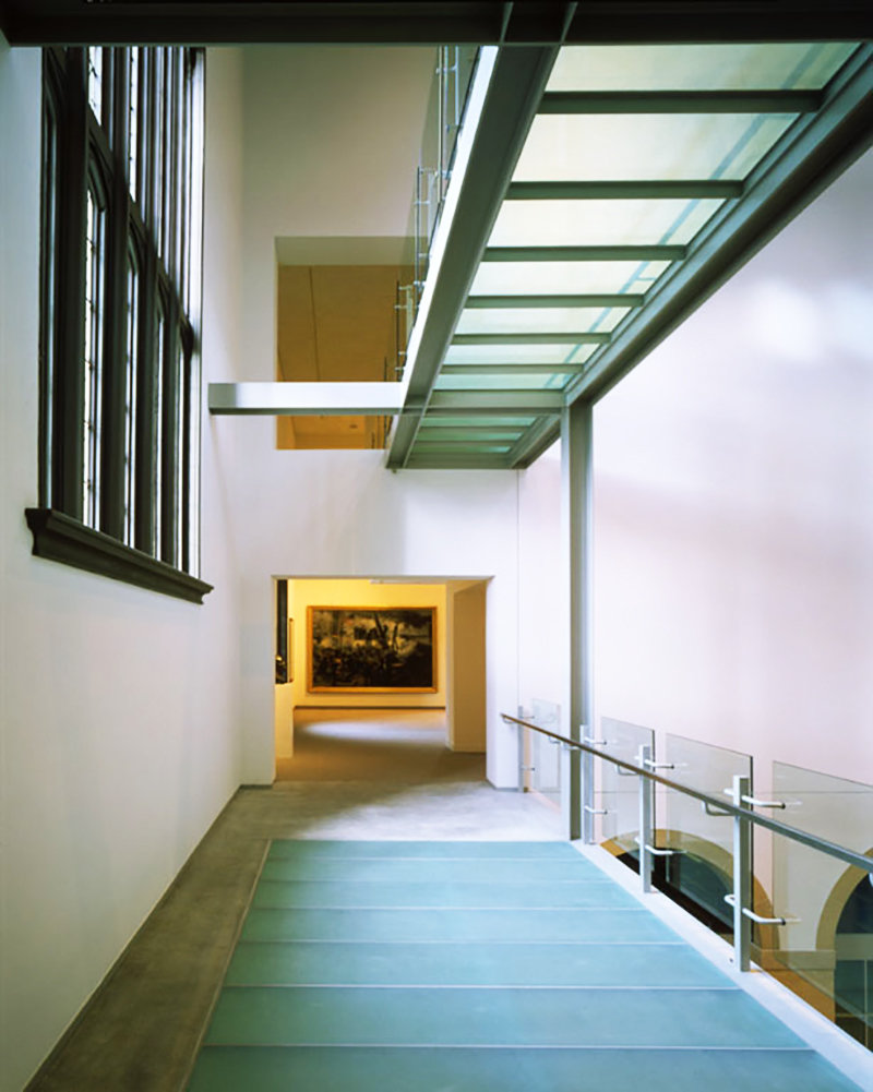 4 tskp wadsworth atheneum the helen and harry gray court glass bridges level 2 above main entrance 1400 0x0x800x1001 q85