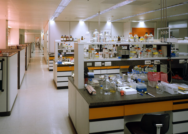 9 tskp lg group lg research  development group interior detail chem lab 1400 xxx q85