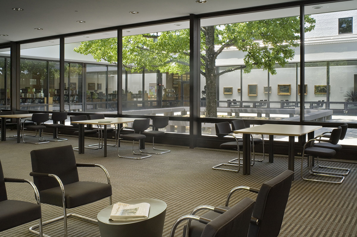 7 tskp wilton wilton library interior seating area with tables 1400 xxx q85