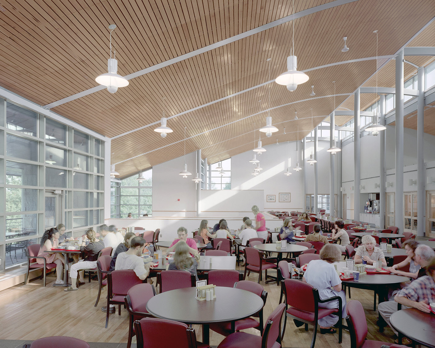 9 tskp middlebury college ross commons laforce hall interior detail dining hall view of skylights copy 1400 xxx q85