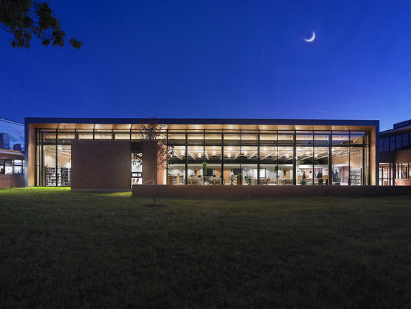 1 tskp bloomfield bloomfield high school exterior detail night shot outside of library 600 0x0x1200x901 q85