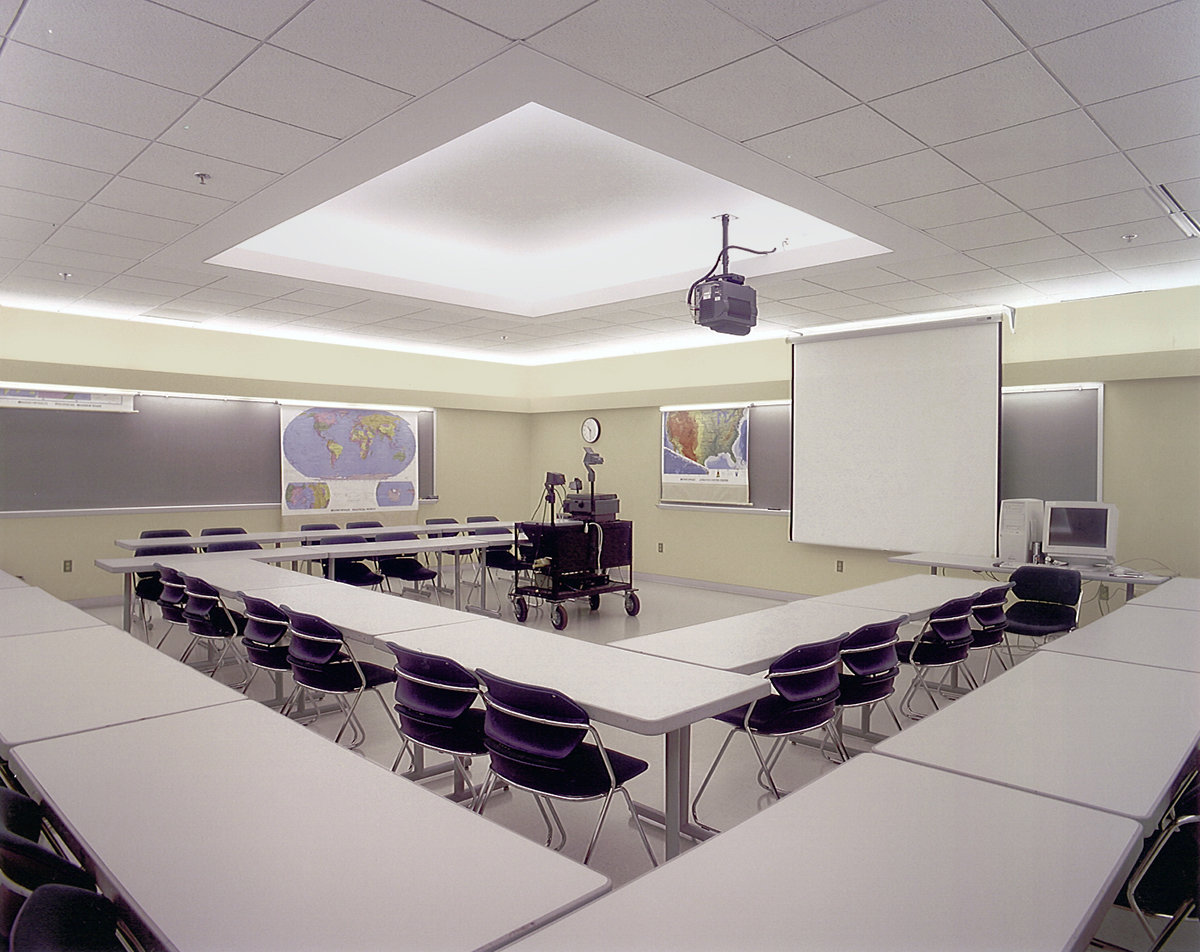 7 tskp colgate university persson hall campus interior detail classroom lighting furnishings projector 1400 xxx q85