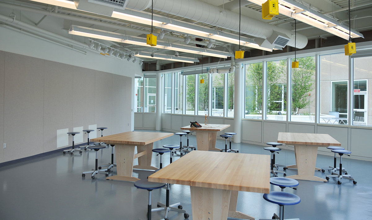 11 tskp manchester community college great path academy interior classroom artroom tables chairs 1400 0x86x1200x711 q85