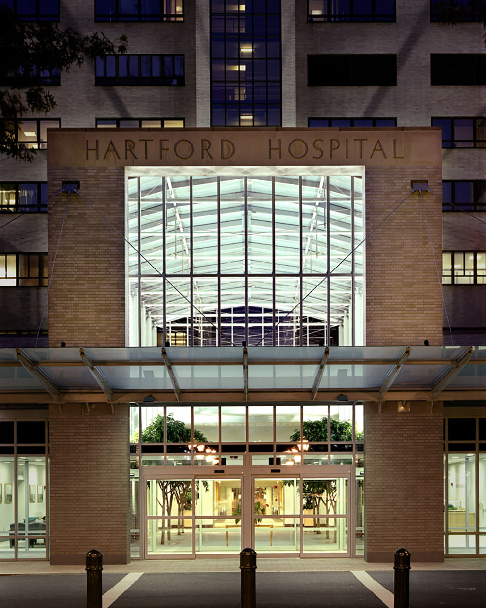 1 tskp hartford hospital lobby expansion rennovation exterior night shot main entrance 1400 xxx q85