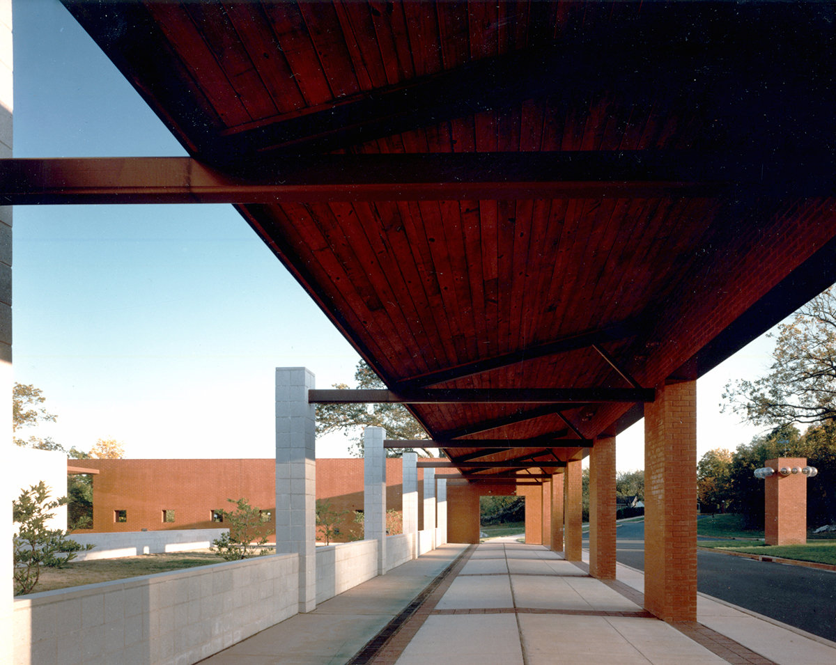 5 tskp middlebury middlebury elementary school exterior detail under the canopy 1400 xxx q85