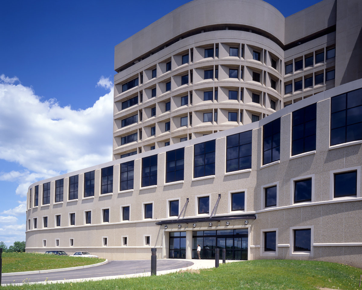 1 tskp university of connecticut health center john dempsey hospital andrew canzonetti building exterior detail main entrance 1400 xxx q85