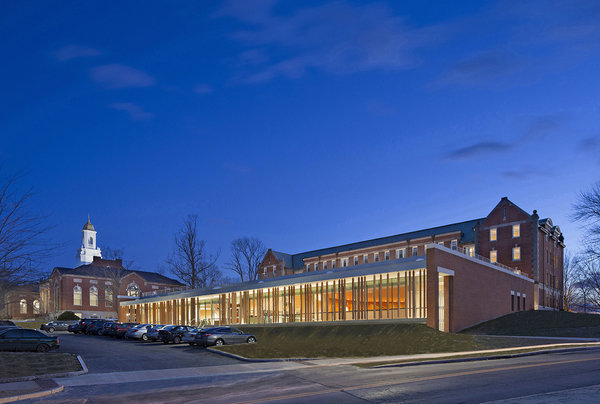 1 tskp university of connecticut widmer wing school of nursing exterior detail facade at parking area night time with lighting 600 0x0x1200x807 q85